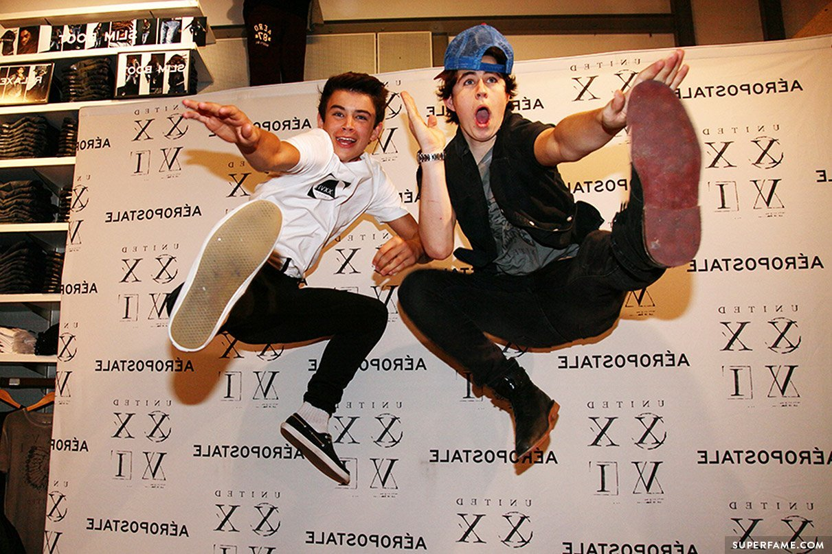 Hayes Grier and Nash Grier jumping.