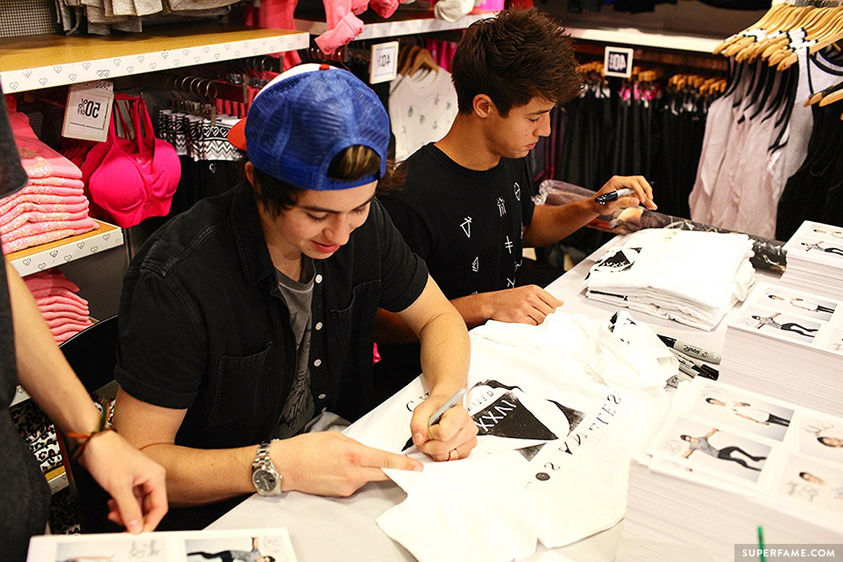 Nash Grier and Cameron Dallas signing.