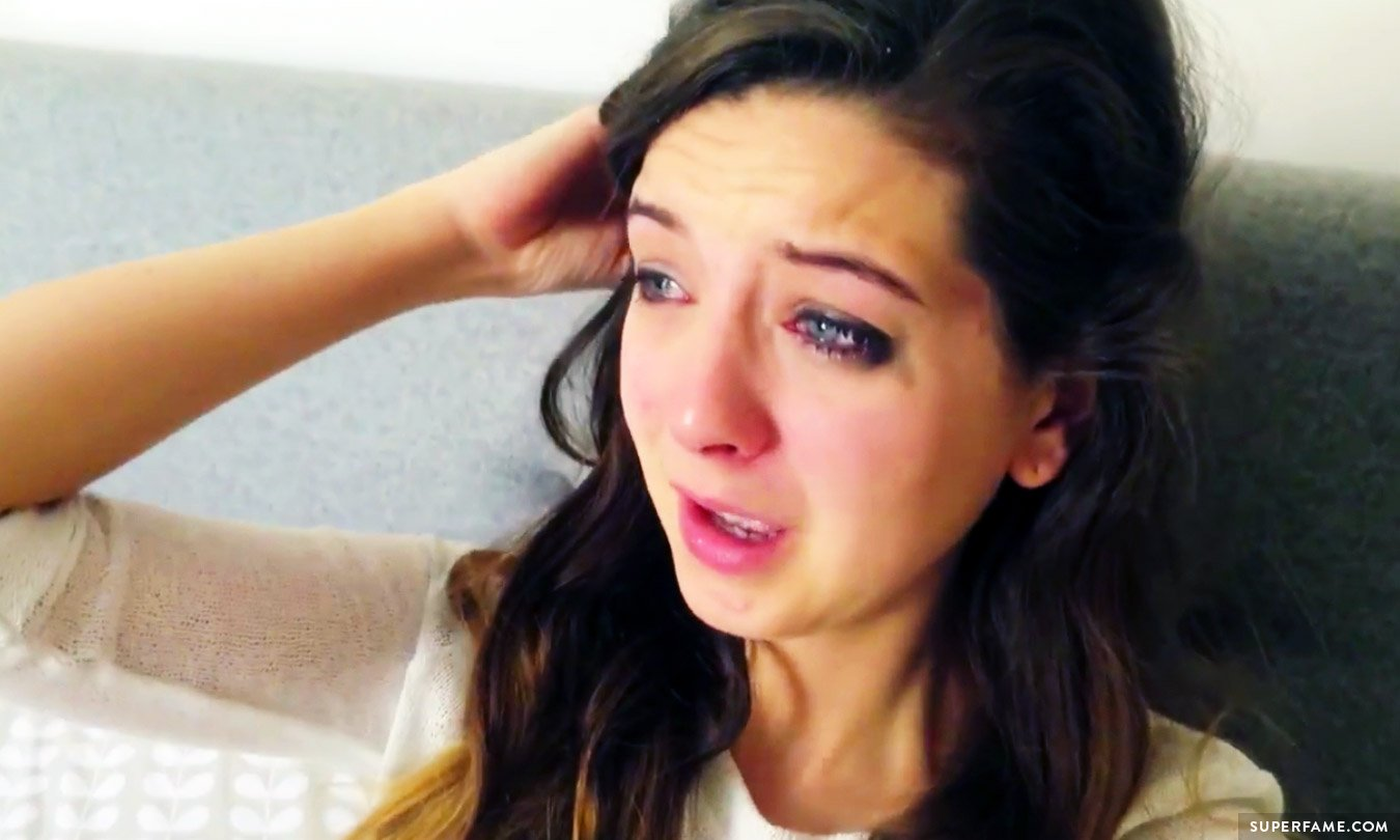 Zoella accidentally exposes her home address on video superfame zoella is crying m4hsunfo