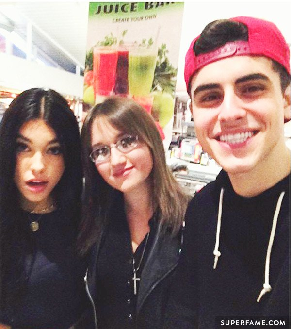 Stalker Sarah's selfie with Madison Beer and Jack Gilinsky