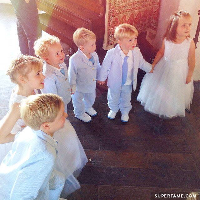 Children help out at the wedding.