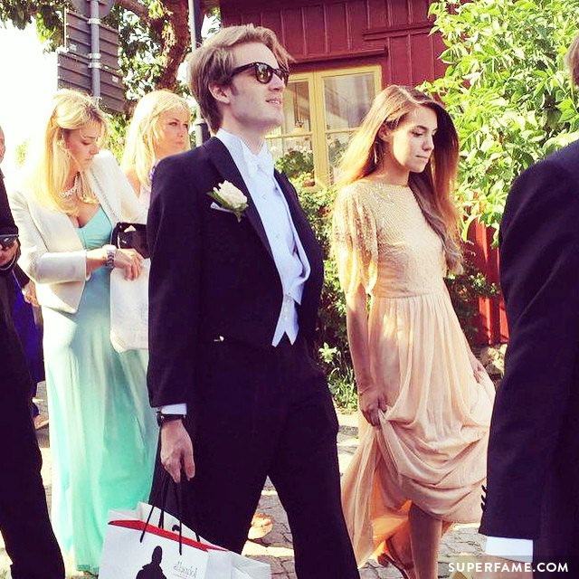 Felix and Marzia attend a wedding.