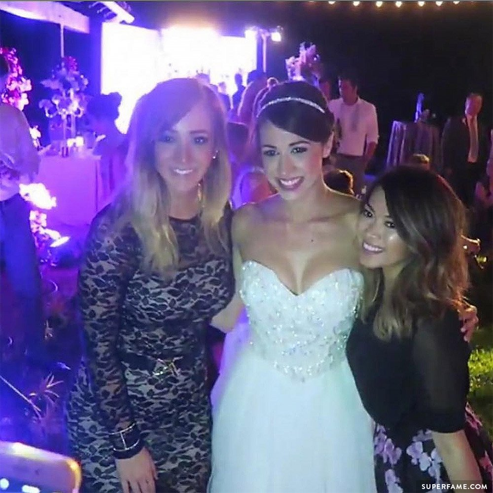 Jenna Marbles attended Colleen's wedding.