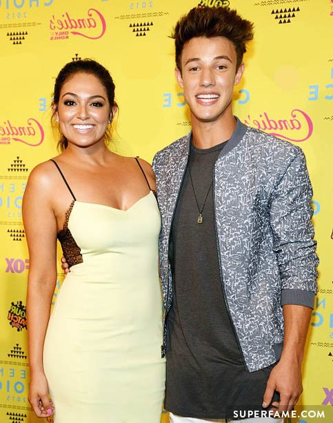 Cameron Dallas and Bethany Mota win at the Teen Choice Awards.