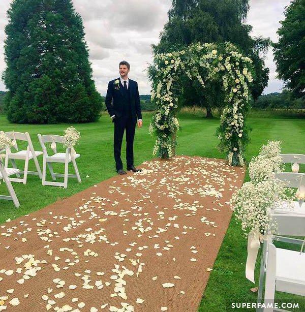 Jim Chapman weds Tanya Burr.