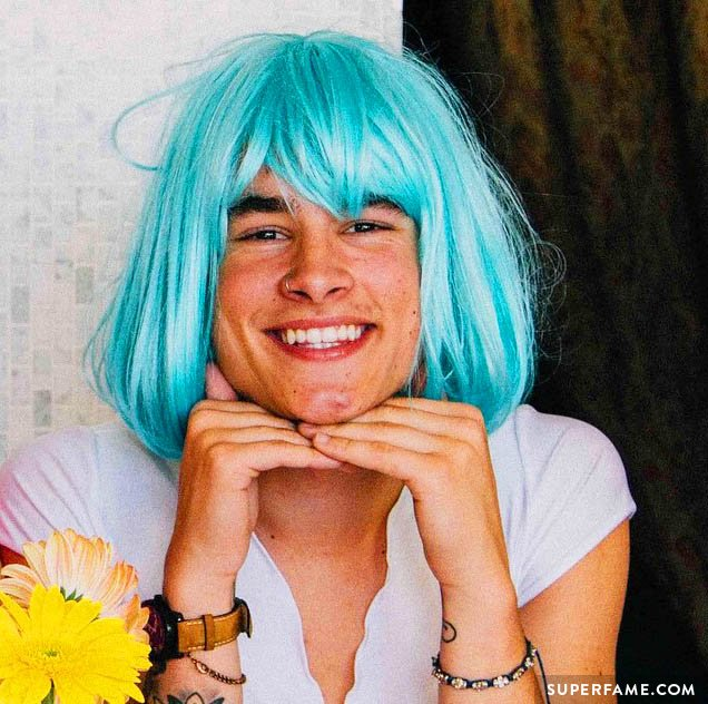 Kian Lawley tries out a new look.