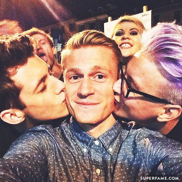 Troyler kiss Ben Brown.