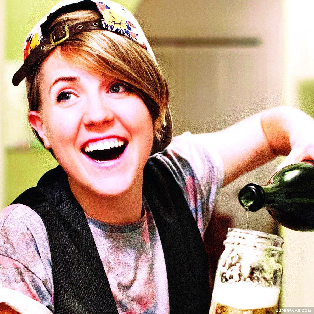 Hannah Hart.