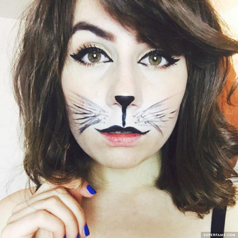 dodie-clark-feline-costume
