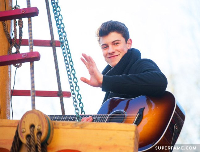 Shawn Mendes waves.