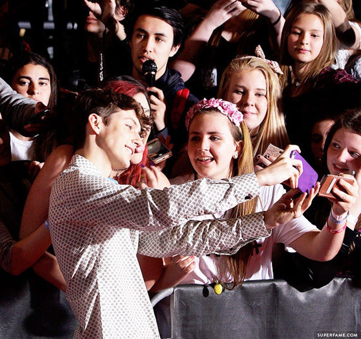 Troye Sivan fans.