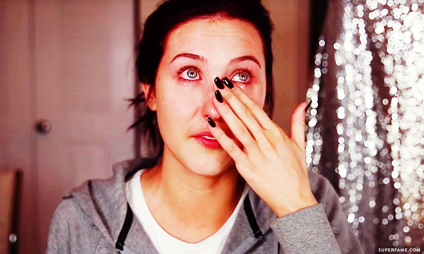 Jaclyn Hill crying.