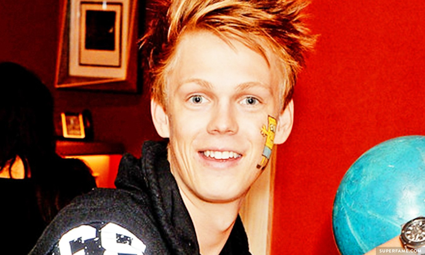 Caspar Lee's Mom Will SPILL His Secrets in a New Book ...