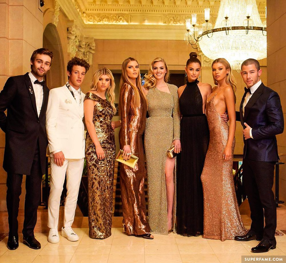Is cameron dallas dating cloe couture