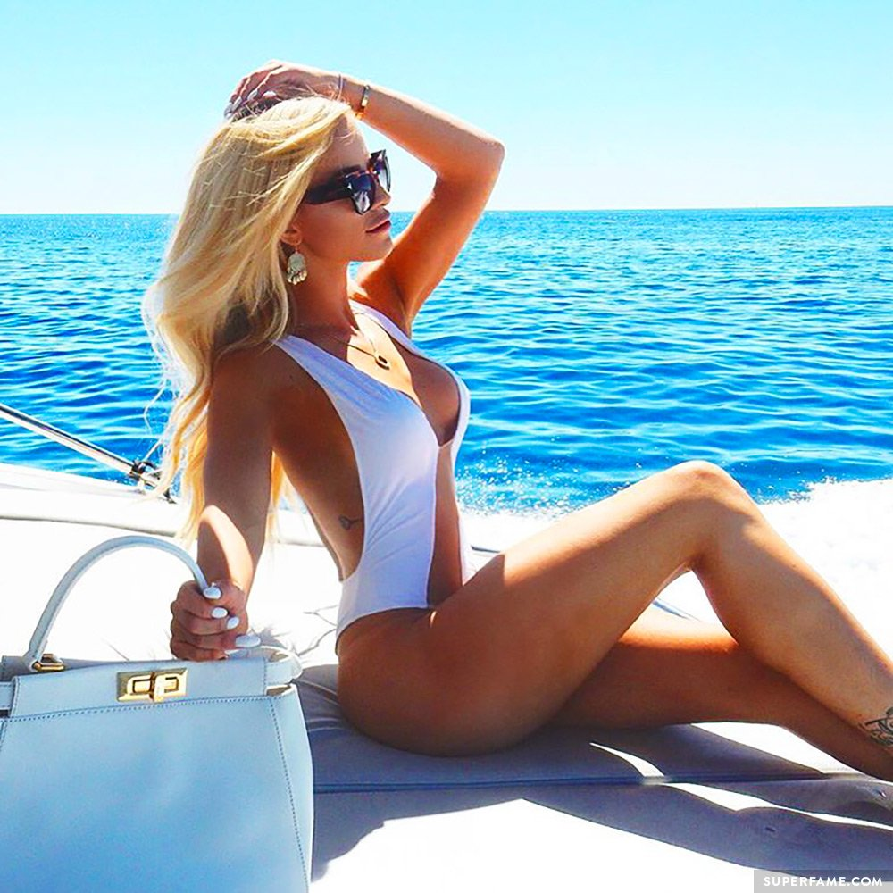 Gigi Gorgeous body.