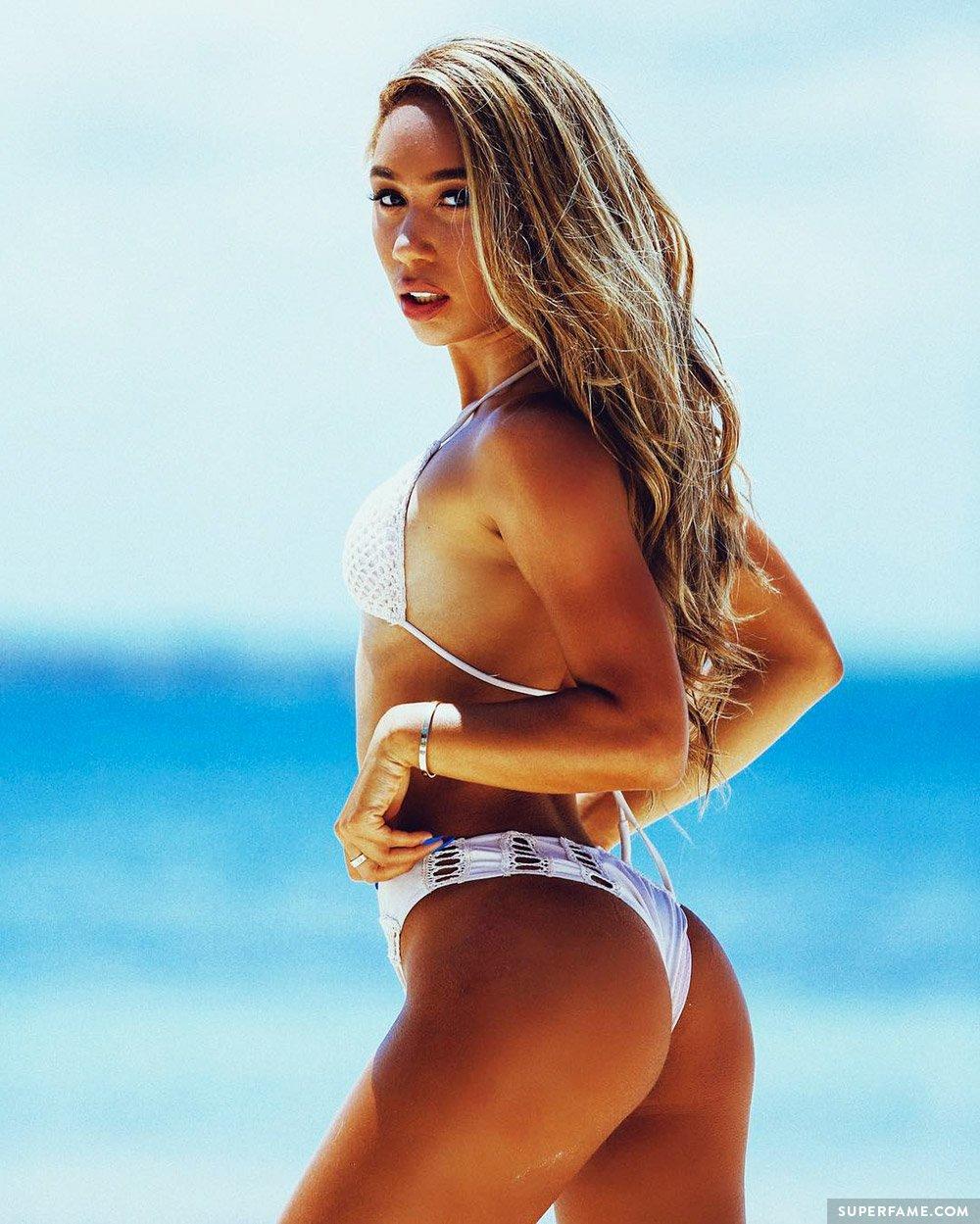 Eva Gutowski sexy.