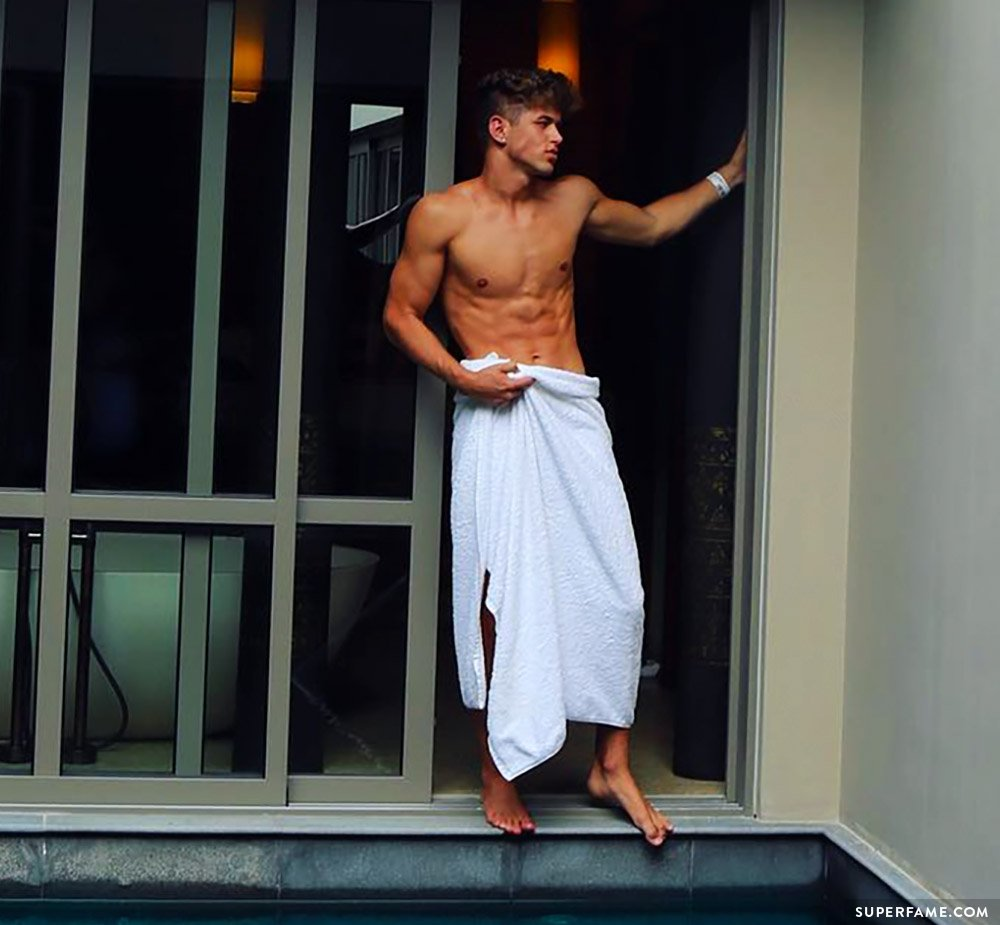 Nate Garner naked.