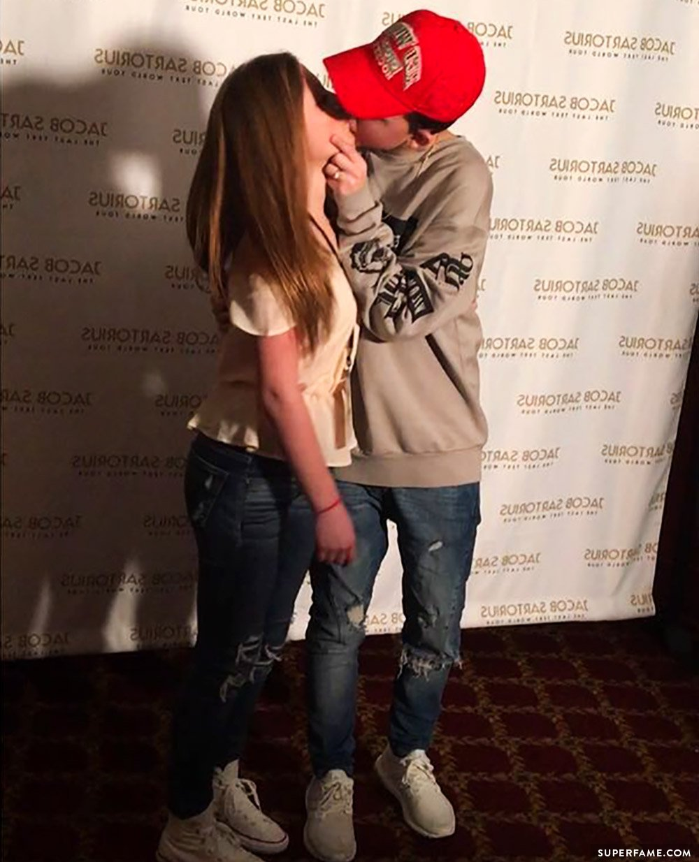 Jacob Sartorius makes out.